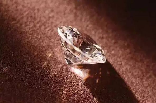 客莱谛教你如何辨别钻石品质?小心低价买咖啡奶油钻吃大